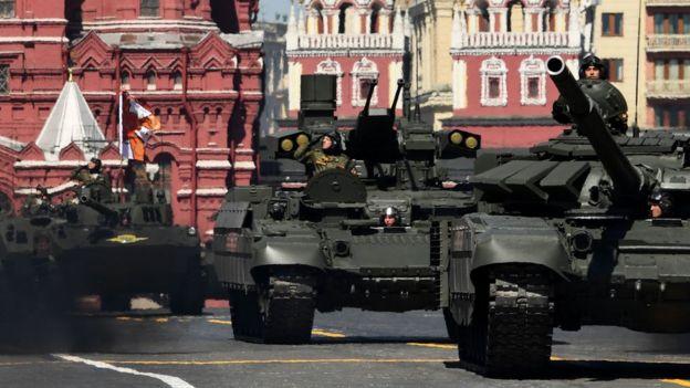 Tanques BMPT Terminator durante el desfile del Día de la Victoria