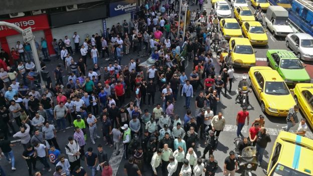 People gather during a protest against the collapse of Iran's currency in central Tehran (25 June 2018)