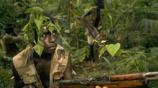 Combatiente durante la guerra en Bougainville