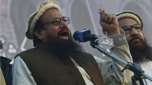 Pakistani head of the Jamaat-ud-Dawa (JuD) organisation Hafiz Saeed addresses an anti-US and Israel rally in Lahore o