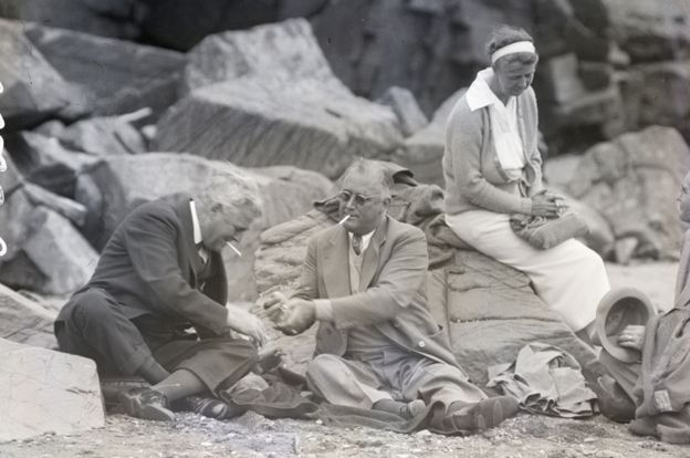 Franklin Roosevelt (centre) hosts Canadian guests on the beach at Campobello Island