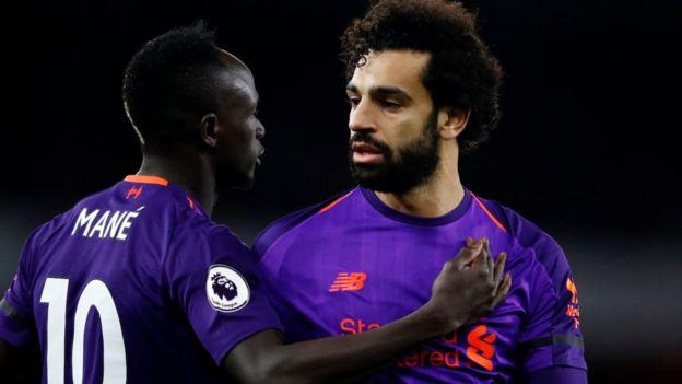 Sadio Mané et Mohamed Salah lors du match de Premier League opposant Arsenal FC au Liverpool FC au Emirates Stadium le 3 novembre 2018 à Londres, au Royaume-Uni