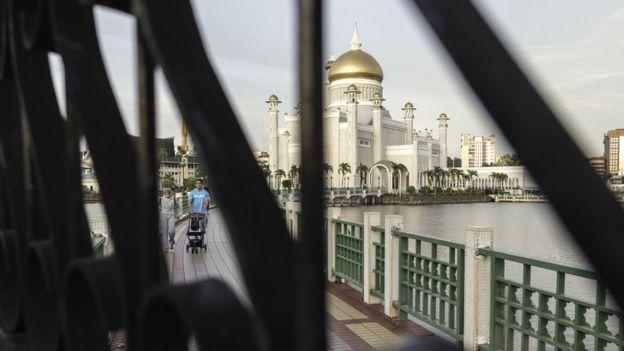 Masjid Sultan Omar Ali Saifuddien di Bandar Seri Begawan