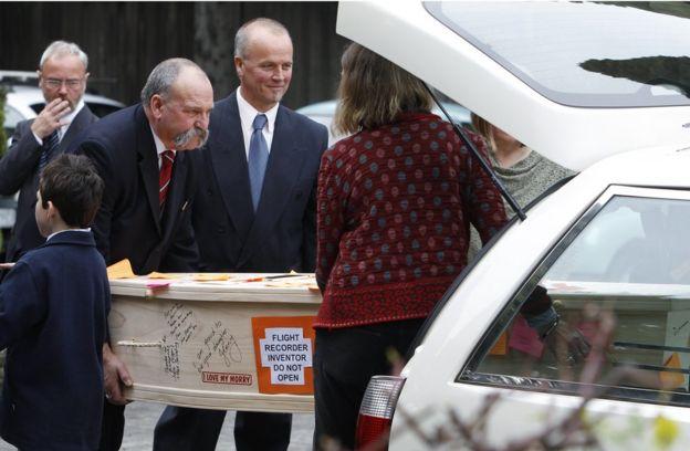 Похороны Дэвида Уоррена 23 июля 2010.