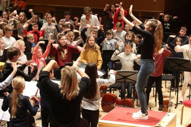Sesión de Nicola Benedetti con jóvenes