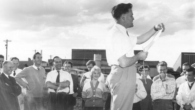 Дэвид Уоррен в Лаборатории воздухоплавательных исследований в 1958 году