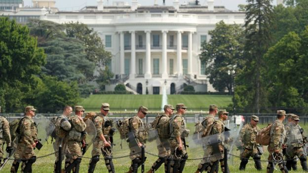 Military personnel walk in front of the White House ahead of a protest in Washington (6 June 2020)