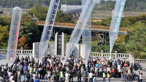 South Korean conservative activists launch large balloons carrying anti-Pyongyang leaflets and radios at Imjingak peace park in Paju near the Demilitarized zone separating the two Koreas on October 10, 2009.