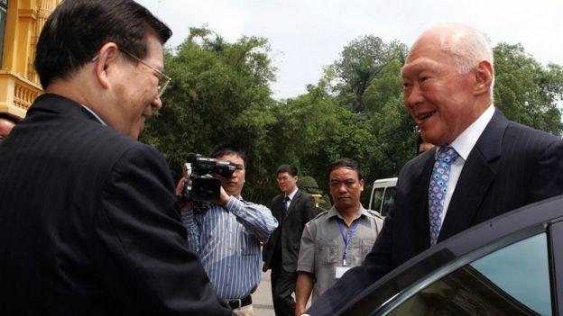 Ông Lý Quang Diệu thăm Việt Nam, gặp Chủ tịch Việt Nam Nguyễn Minh Triết ở Hà Nội ngày 16/4/2009