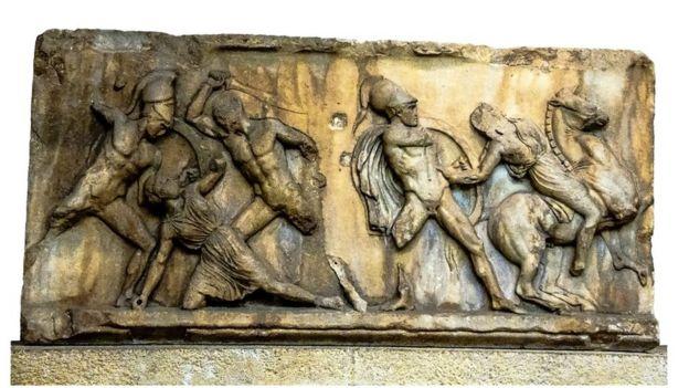 Panel de mármol del Mausoleo de Halicarnaso en el Museo Británico, Londres