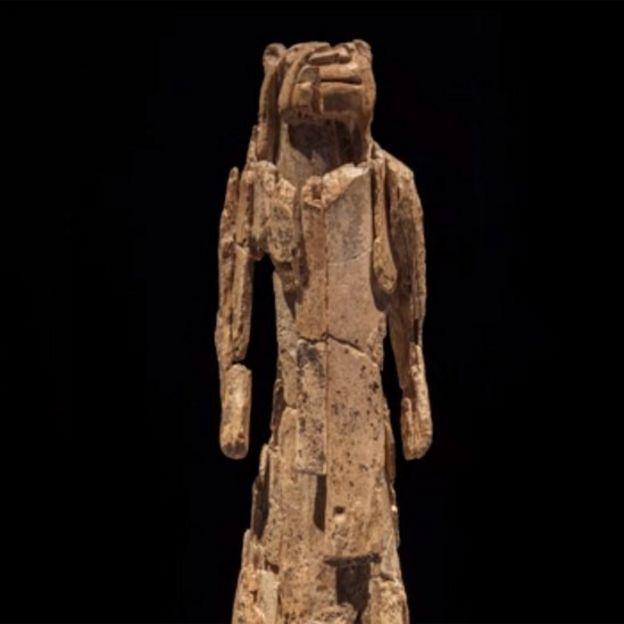 Escultura del hombre-león