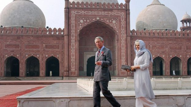 Charles and Camilla visit the Badshahi Mosque in Lahore in 2006