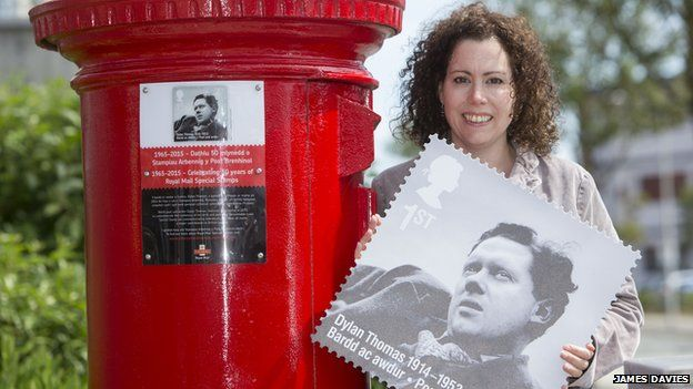 Dylan Thomas postbox plaque