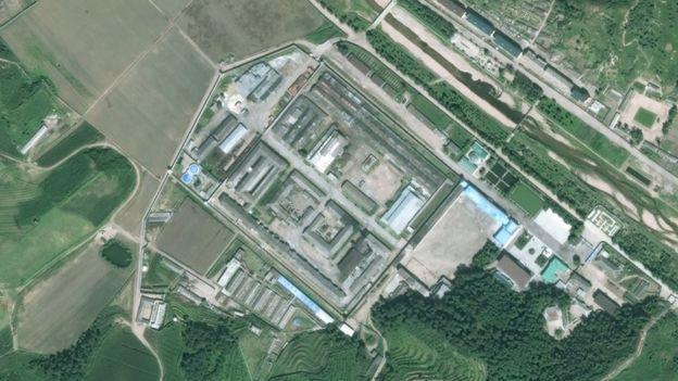 Многие северокорейские лагеря можно опознать со спутников