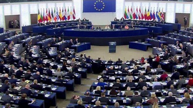 پارلمان اروپا بیش از هفتصد و پنجاه کرسی دارد
