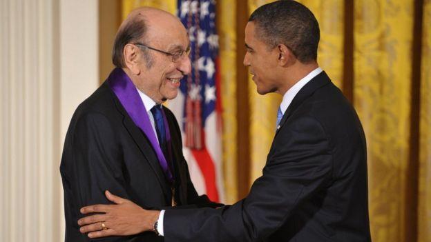 Milton Glaser receives the National Medal of Arts from President Barack Obama on 25 February 2010