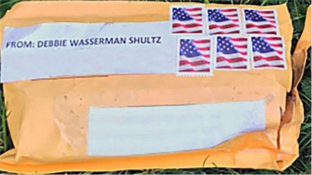 Tên của bà Wasserman Schultz bị viết sai trên các bưu kiện