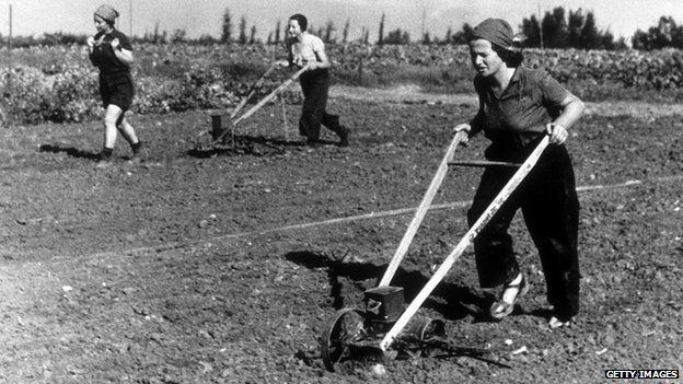 Workers on a kibbutz