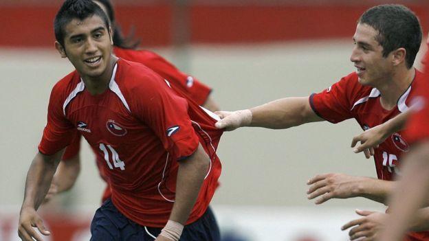 Vidal celebrando un gol en el Sudamericano Sub20 de 1997.