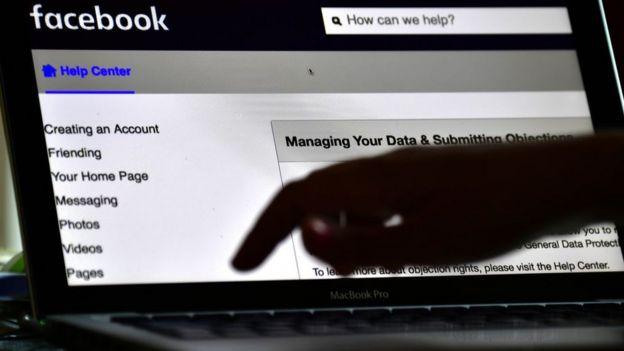 Facebook en una pantalla.