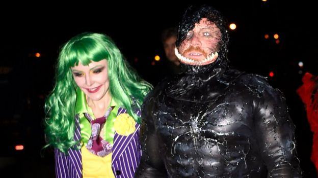 Halloween Costume 398.Halloween In Pictures Fun And Frights From The Night Bbc News