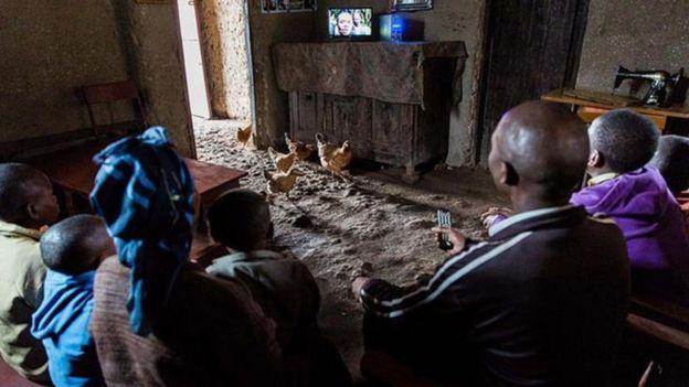 احتضنت رواندا مشروعا رائدا للطاقة _98405648_dd966f51-1aac-4589-a7d4-30d24274bd14.jpg