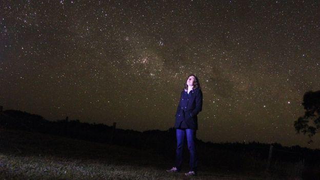 Katie Mack observa las estellas