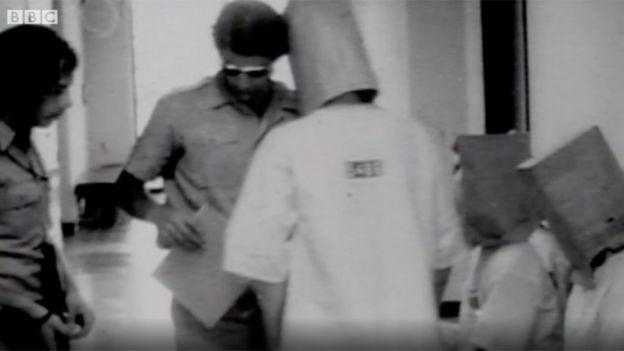 Imagen extraída de las grabaciones del experimento de Stanford de 1971, emitidas en un reportaje de 2011 de la BBC