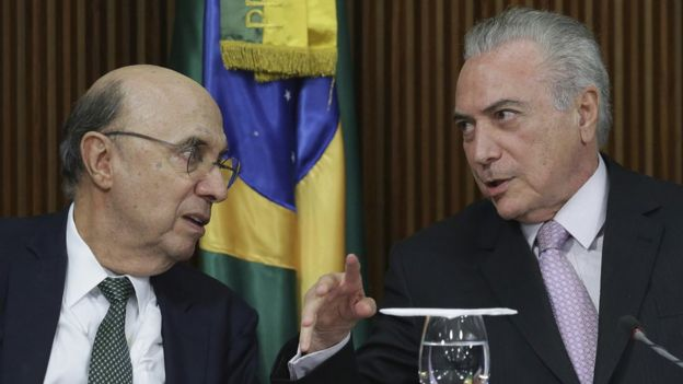 Ministro da economia Henrique Meirelles (à esq.) e o presidente Michel Temer