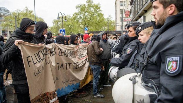 ينتشر أربعة آلاف شرطي في المدينية، حيث تتوقع خمس مظاهرات حاشدة ضد حزب