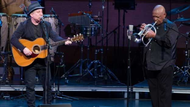 Paul Simon (L) and Hugh Masekela perform in concert on April 4, 2014 in New York, United State