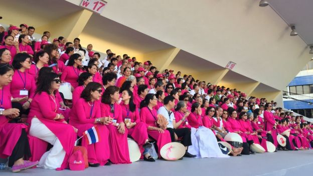 Giáo dân Việt Nam chờ đón Giáo Hoàng Francis ở sân vận động quốc gia Thái Lan hôm 21/11/2019