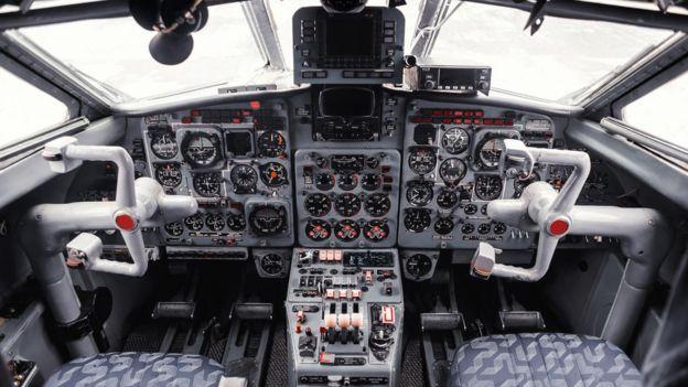 Cabina de control de un avión