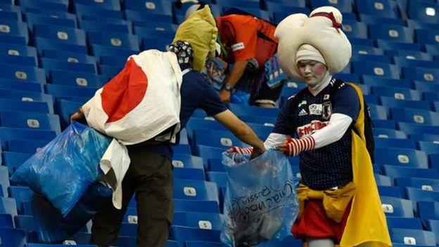 Từ đầu giải đến giờ, đây không phải lần đầu tiên các cổ động viên Nhật Bản có những cử chỉ đẹp như thế này.
