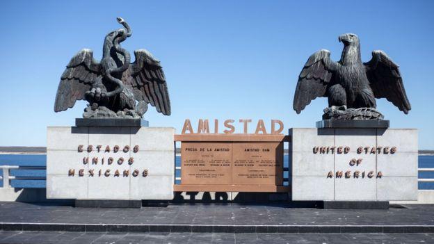 Monumento en la zona fronteriza entre Estados Unidos y México.