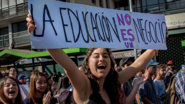 Manifestación a favor de la gratuidad de la educación superior en Chile.