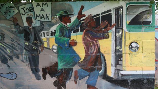 Mural pintado en el muro de Detroit