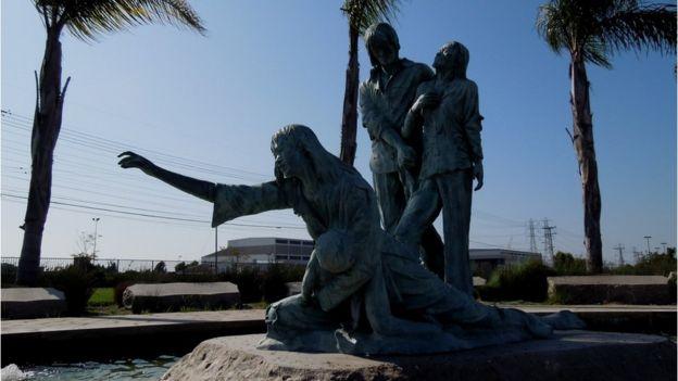 Đài Tưởng niệm Thuyền nhân ở Quận Cam, California