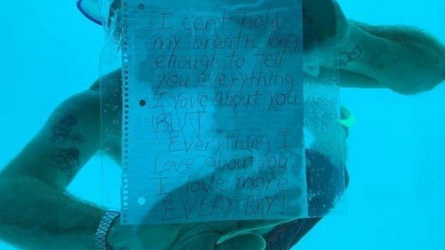 """""""Je ne peux pas retenir mon souffle assez longtemps"""", avait écrit Steven Weber sur une feuille insérée dans un sac de plastique transparent."""
