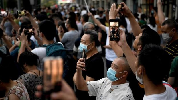 People take pictures outside the US consulate in Chengdu, China. Photo: 26 July 2020