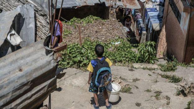 La Cepal estima que la crisis desatada por el nuevo coronavirus incrementará en millones el número de pobres en América Latina.