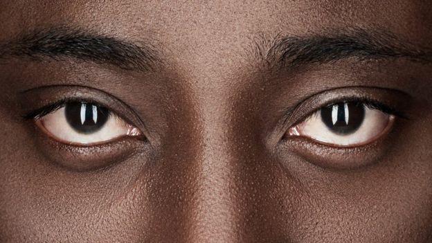 Olhos de homem negro