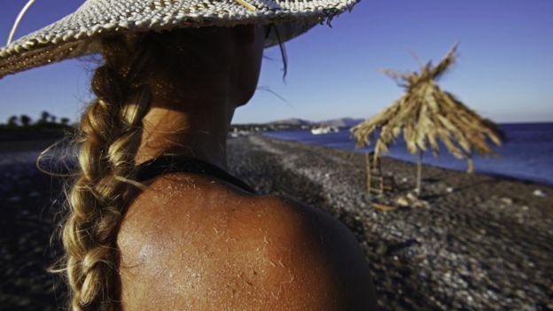 紫外线A和紫外线B都会对人体乐百氏天然水造成伤害,但紫外线C伤害最大