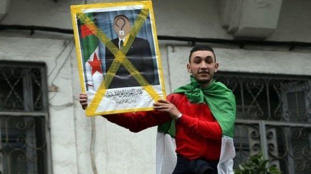 متظاهر جزائري