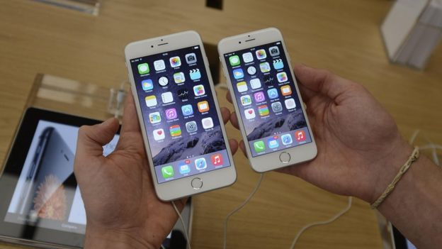 iPhone 6 (right), iPhone 6 Plus (left)