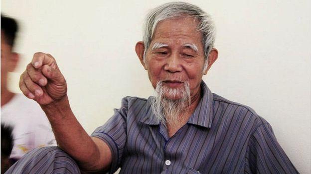 Ông Lê Đình Công cho biết từ sau vụ 'bắt cóc' thô bạo hồi tháng 4, cha ông, cụ Lê Đình Kình (trong hình), gần như tàn phế.