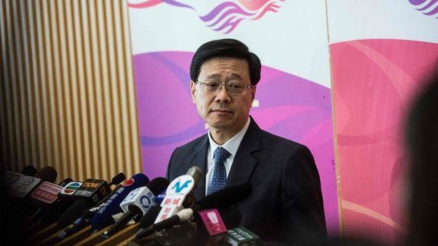 """保安局局長李家超拒絶透露計劃取締""""民族黨""""的詳情,他解釋這是要避免影響民族黨申述。"""