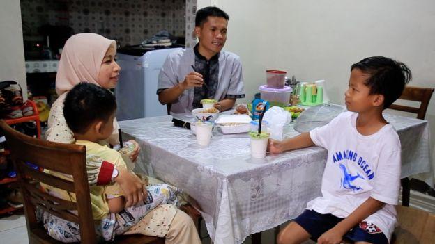 Delianur dan keluarga