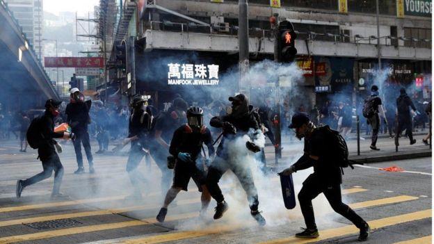 столкновения с полицией в Гонконге