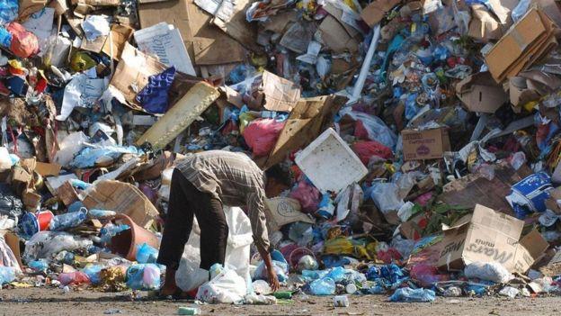 Male'de çöp yığını